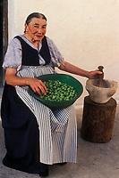 15/Febrero/2007 Islas Baleares. Ibiza.<br /> Payesa vestida de forma tradicional. <br /> María Marí Marí de Can Xic den Guimó.<br /> <br /> © JOAN COSTA