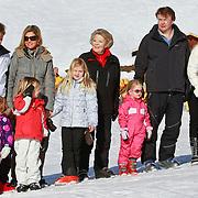 AUD/Lech/20110219 - Fotosessie Nederlandse Koninklijke Familie 2011 op wintersport in Lech, Willem Alexander en partner Maxima, kinderen Amalia,  Alexia, Ariane, Beatrix, Friso en partner Mabel en kinderen Luana, Zaria