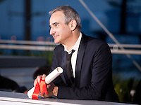 Director Olivier Assayas with the Award For Best Director Ex-Aequo For Personal Shopper at the Palm D'Or Winners photocall at the 69th Cannes Film Festival Sunday 22nd May 2016, Cannes, France. Photography: Doreen Kennedy