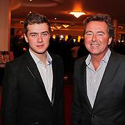 NLD/Den Haag/20110117 - Premiere film Sonny Boy, Bert van Leeuwen en zoon