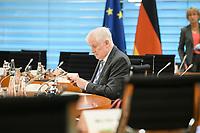 02 SEP 2020, BERLIN/GERMANY:<br /> Horst Seehofer, CSU, Bundesinnenminister, vor Beginn einer SItzung des Kabinetts im grossen Sitzungssaal, der aufgrund der Corona-Vorgaben fuer die Kabinettsitzung genutzt wird, Budneskanzleramt<br /> IMAGE: 20200902-01-018<br /> KEYWORDS: Sitzung, Kabinett