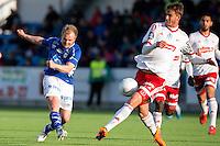 1. divisjon fotball 2015: Hødd - Fredrikstad. Fredrikstads Johan Hammar (t.h.) blokkerer skuddet til Magnus Waade Myklebust i førstedivisjonskampen mellom Hødd og Fredrikstad på Høddvoll.