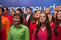 """26 JAN 2014, BERLIN/GERMANY:<br /> Dietmar Nietan, SPD Bundesschatzmeister, Yasmin Fahini, SPD Generalsekretärin, Sigmar Gabriel, SPD Parteivorsitzender, Hannelore Kraft, SPD, Ministerpraesidentin nordrhein-Westfalen, (v.L.n.R.), singen gemeinsam mit dem Chor """"Wann wir schreiten Seit' an Seit'"""", zum Ende des a.o. SPD Bundesparteitages, Arena Berlin<br /> IMAGE: 20140126-01-342<br /> KEYWORDS: party congress, Parteitag"""