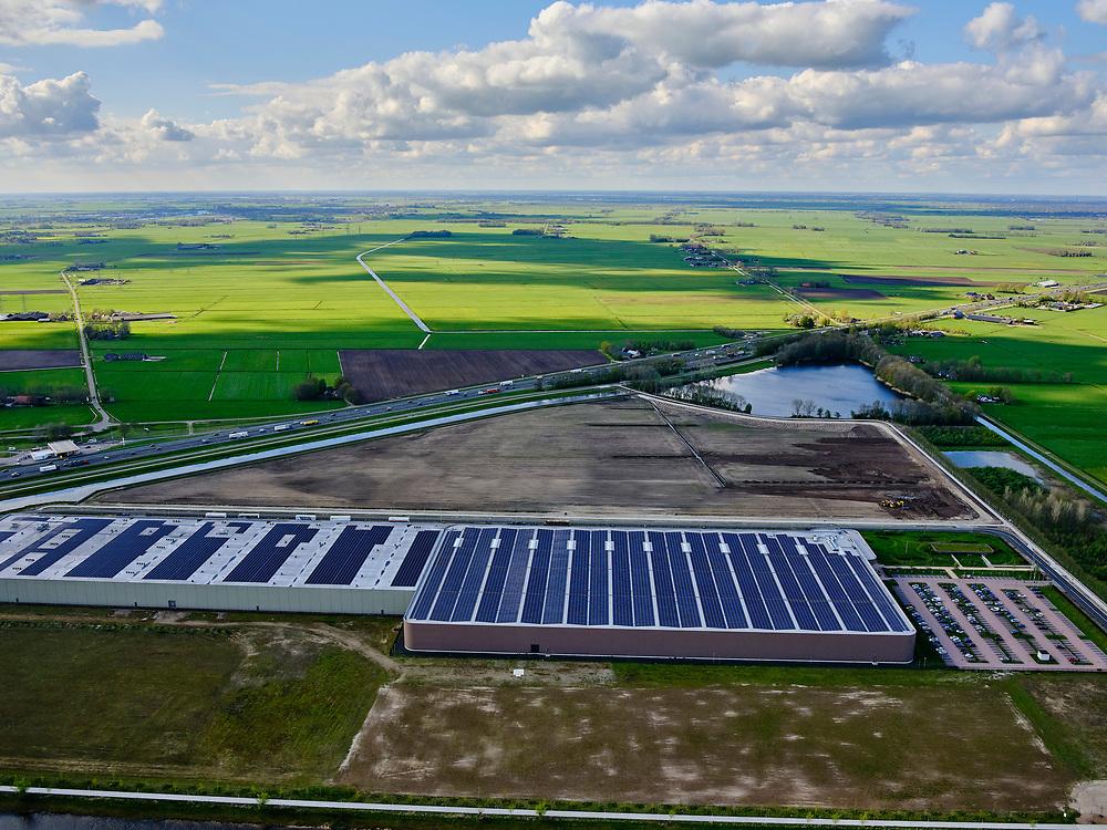 Nederland, Overijssel, Zwolle; 07-05-2021; Wehkamp LSC Zwolle, Logistiek Service Centrum. Geautomatiseerd e-commerce distributiecentrum. Het dak van het magazijn, gelegen aan de A28,  is uitgerust met zonnepanelen.<br /> Wehkamp LSC Zwolle, Logistics Service Center. Automated e-commerce distribution center. The roof of the warehouse is equipped with solar panels. <br /> luchtfoto (toeslag op standard tarieven);<br /> aerial photo (additional fee required)<br /> copyright © 2021 foto/photo Siebe Swart