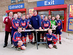 Aston Juniors Under 13s Football team  and Wickes Canklow Meadows Store Manager Eddie Fitzpatrick officially reopen the store after its refurbishment on Saturday.<br /><br />COPYRIGHT PAUL DAVID DRABBLE