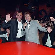 Opening Crazy Piano's Rotterdam, eigenaar Robin Bravenboer zingt met Lee Towers