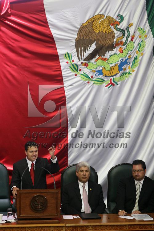 Toluca, Mex.- Enrique Peña Nieto, gobernador del Estado de México al rendir su segundo informe de labores ante el pleno de la LVI Legislatura local. El secretario de Gobernación, Francisco Ramírez Acuña (der) le acompañó en el acto. Agencia MVT / Mario Vazquez de la Torre. (DIGITAL)<br /> <br /> <br /> <br /> <br /> <br /> <br /> <br /> NO ARCHIVAR - NO ARCHIVE
