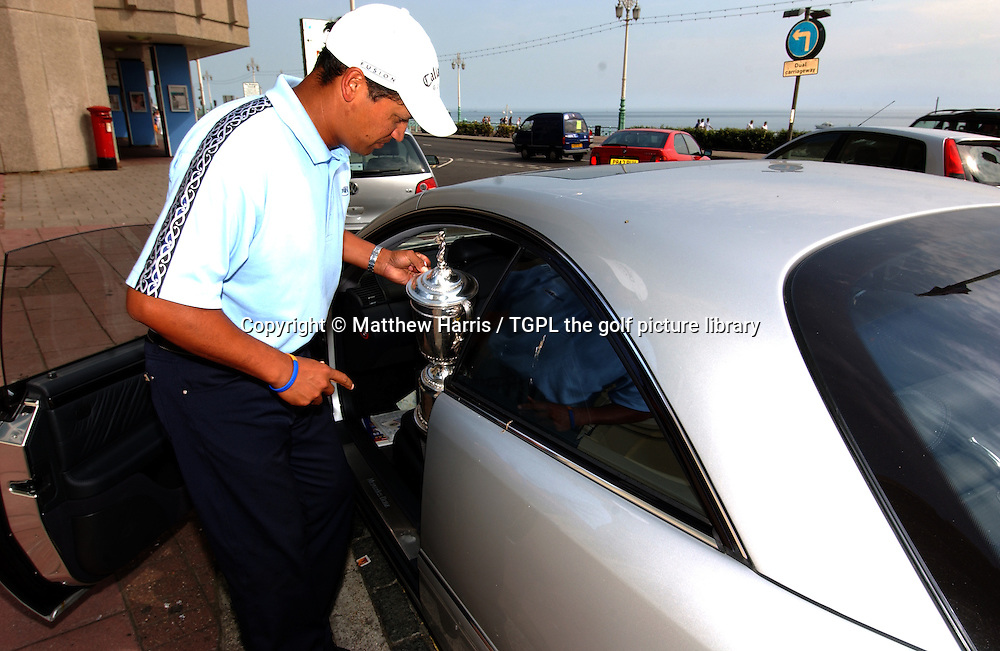 Michael CAMPBELL (NZ) at home on Brighton beach after winning his first major with the US Open trophy he won at Pinehurst,USA during summer at Brighton,East Sussex,England.Putting the trophy into his car.