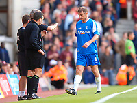 Photo: Henry Browne.<br /> Arsenal v Birmingham City. The Barclays Premiership.<br /> 02/10/2005.<br /> City captain Kenny Cunningham is sent off in the first half.