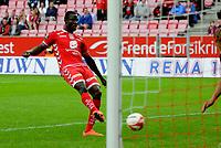 Fotball<br /> 30. Juni 2012<br /> Tippeligaen<br /> Brann Stadion<br /> Brann v Stabæk<br /> Kim Ojo (L) , Brann utnytter en keeper tabbe og setter ballen i mål<br /> Foto : Astrid M. Nordhaug