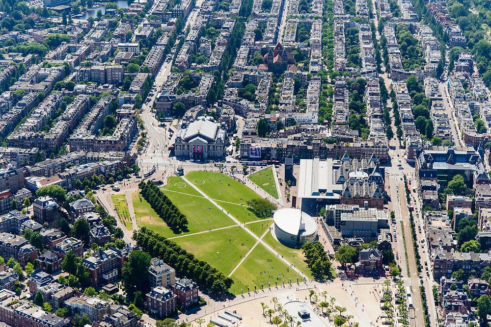 Nederland, Noord-Holland, Amsterdam, 29-06-2018; Amsterdam-Zuid, Museumkwartier. Met aan het Museumplein Concert Gebouw, Van Goghmuseum, Stedelijk Museum.  Van Baerlestraat.<br /> Museum quarter.<br /> View of the old town, w belt of canals.<br /> luchtfoto (toeslag op standard tarieven);<br /> aerial photo (additional fee required);<br /> copyright foto/photo Siebe Swart