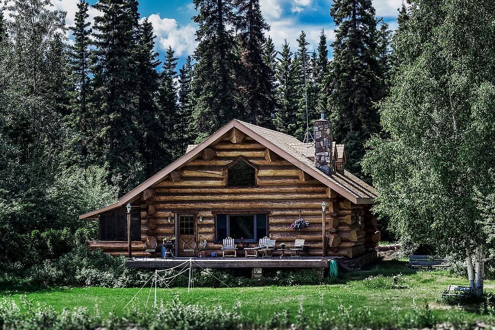 Log cabin home on the banks of the Chena River, Fairbanks, Alaska, USA.