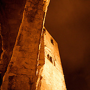 Erice a 750 metri sul monte omonimo, offre una vista spettacolare sulla città di Trapani e le Isole Egadi a nord ovest della costa siciliana..Campanile del Duomo di Erice   ..Erice is located on top of Mount Erice, at around 750m above sea level, overlooking the city of Trapani and the Aegadian Islands on Sicily's north-western coast, providing spectacular views..The bell tower of the Erice's Dome.