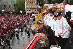 02.06.2013, Marienplatz, Muenchen, GER, FC Bayern Muenchen feiert das Pokal Triple. Das Fussbalteam des FC Bayern Muenchen ist der erste deutsche Team dass in einer Saison die Liga, den Cup und die Chapions League gewonnen hat, im Bild Anatoliy Tymoshchuk (L) of FC Bayern Muenchen has beer poured over him by his team mate Daniel van Buyten // during FC Bayern Muenchen Champions party // after winning the triple of league, cup and Champions League, Berlin, Germany on 2013/06/02. EXPA Pictures © 2013, PhotoCredit: EXPA/ Eibner/ Eckhard Eibner<br /> <br /> ***** ATTENTION - OUT OF GER *****