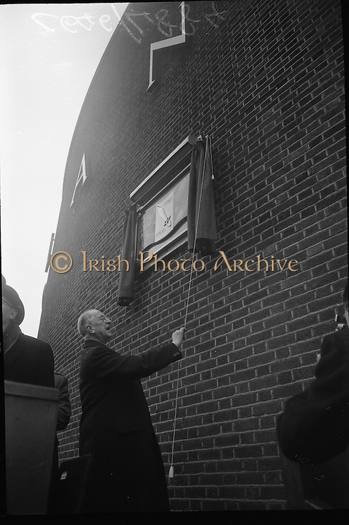 15/04/1966<br /> 04/15/1966<br /> 15 April 1966<br /> Unveiling of Plaque at Boland's Mills. President Eamon de Valera unveils a plaque to commemorate the 1916 Rising at Bolands Mills, where he was Commandant during the insurrection. Image shows the President unveiling the plaque.
