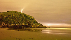 Importado da Escócia, o Farol das Conchas, foi inaugurado em 1º de abril de 1872 por ordem de D. Pedro II para modernizar a navegação comercial brasileira. Está localizado no alto do Morro das Conchas e pode ser avistado de quase todos os pontos da Ilha do Mel. FOTO: Jefferson Bernardes/Preview.com