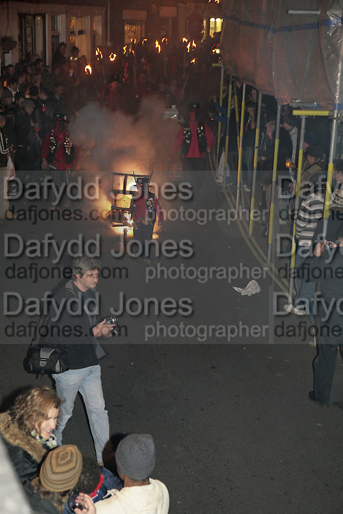 Traditional Bonfire celebrations in Rye. East Sussex. 9 Novemebr 2006. ONE TIME USE ONLY - DO NOT ARCHIVE  © Copyright Photograph by Dafydd Jones 66 Stockwell Park Rd. London SW9 0DA Tel 020 7733 0108 www.dafjones.com