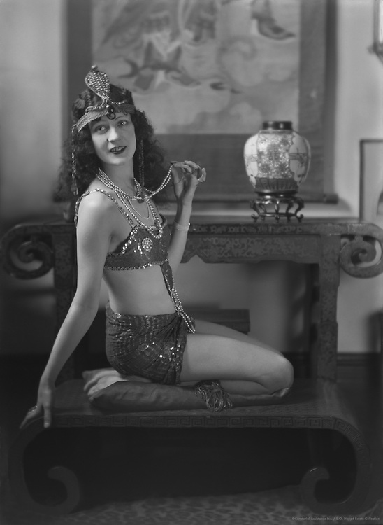 Julie Compton, stage and film actress and performer,1922