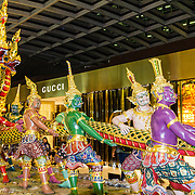THA/Bangkok/20160729 - Thailand 2016 Bangkok, Gouden Draken, gekleurde drakenkop