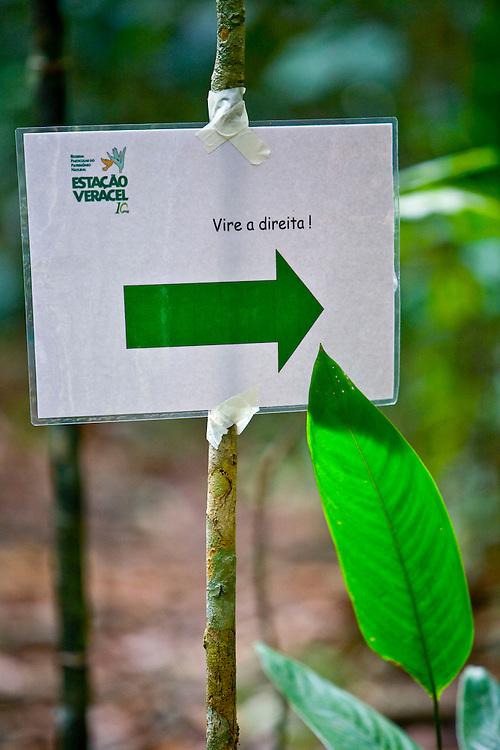 Porto Seguro_BA, Brasil...Placa em uma Reserva Particular do Patrimonio Natural (RPPN)...The sign in a Private Natural Heritage Reserve...Foto: JOAO MARCOS ROSA /  NITRO.
