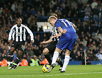 Photo: Lee Earle.<br /> Chelsea v Newcastle United. The Barclays Premiership.<br /> 19/11/2005. Chelsea's Damien Duff scores their third goal.