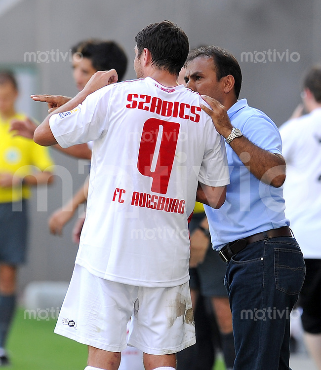 2. Fussball Bundesliga :  Saison   2009/2010   16.08..2009 FC Augsburg - Rot Weiss Oberhausen Trainer Jos Luhukay  mit Imre Szabics (FCA)