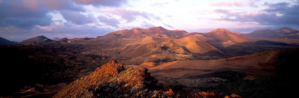 SPAIN, CANARY ISLANDS, LANZAROTE Parque Nacional de Timanfaya, volcanoes