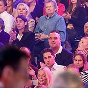 NLD/Hilversum/20130101 - 1e Liveshow Sterren dansen op het IJs 2013, zoon Jose Hoebee
