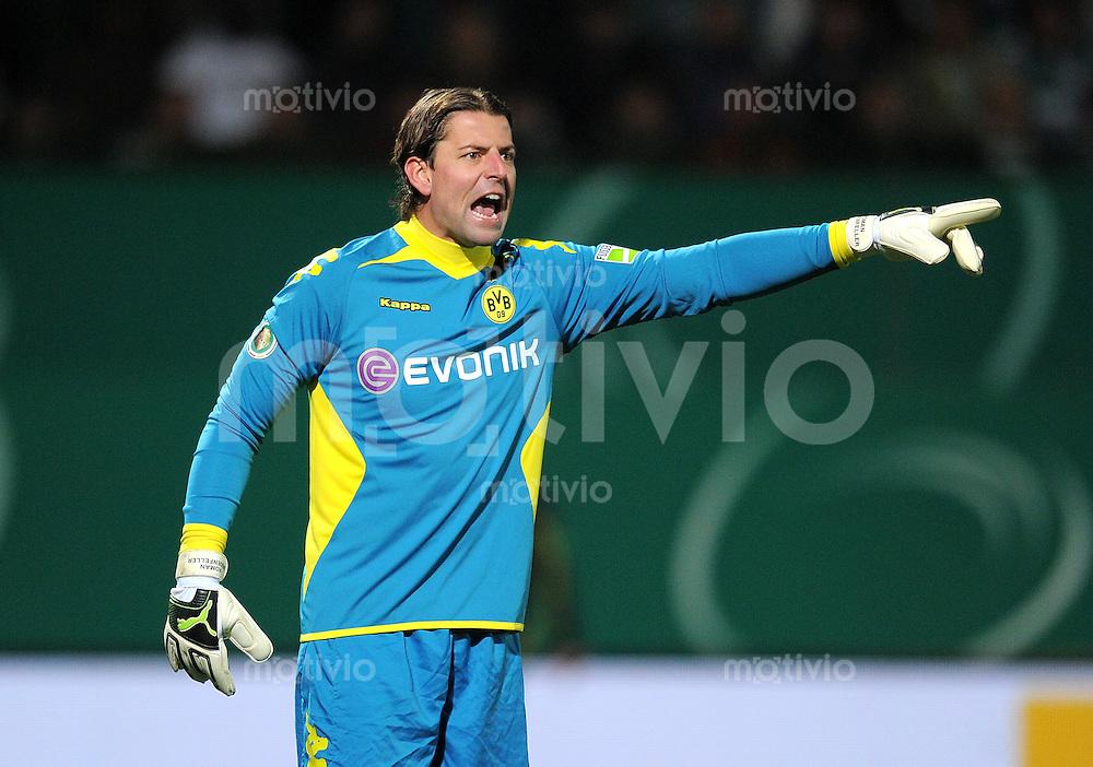 FUSSBALL   DFB POKAL   SAISON 2011/2012   HALBFINALE SpVgg Greuther Fuerth - Borussia Dortmund                  20.03.2012 Torwart Roman Weidenfeller (Borussia Dortmund)