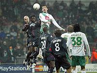 Fotball<br /> Champions League 2004/05<br /> Werder Bremen v Lyon<br /> 23. februar 2005<br /> Foto: Digitalsport<br /> NORWAY ONLY<br /> MIROSLAV KLOSE (WER) / MAHAMADOU DIARRA / CRIS (LYON)