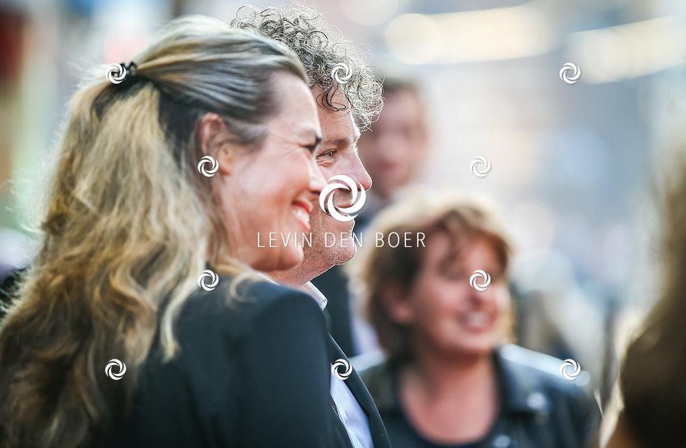 AMSTERDAM - De Nederlandse premiere van Elle, de nieuwste film van regisseur Paul Verhoeven. Met hier Dirk Zeelenberg en partner Suus op de rode loper. FOTO LEVIN & PAULA PHOTOGRAPHY