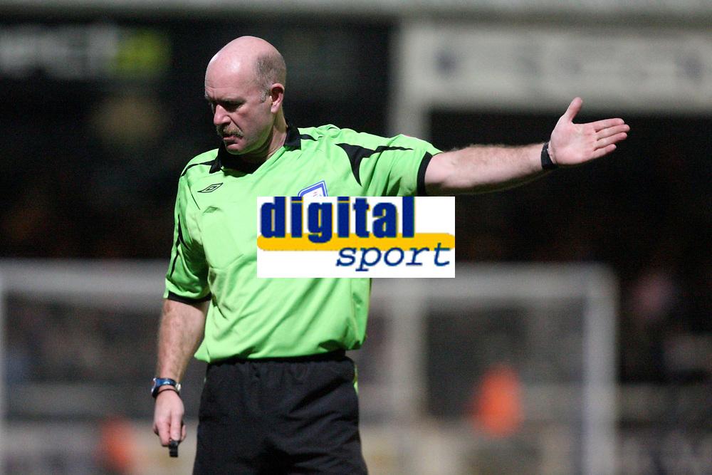 Photo: Pete Lorence/Sportsbeat Images.<br />Peterborough United v Milton Keynes Dons. Coca Cola League 2. 15/12/2007.<br />Referee Mr N S Miller