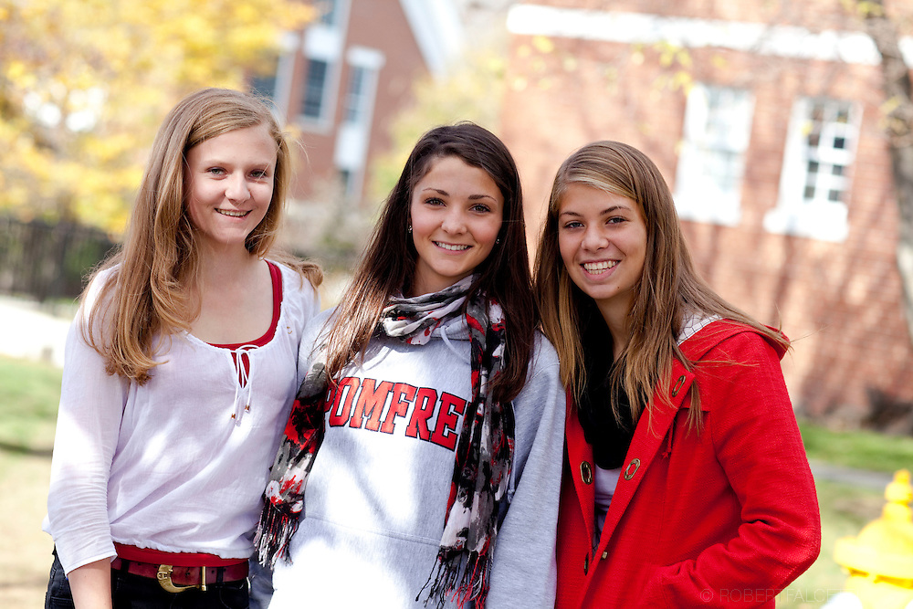 The Pomfret School, Pomfret, CT. 2010-2011. Campus Life. Students enjoy a fall afternoon on the campus of the Pomfret School.  (Photo by Robert Falcetti).Admissions marketing & communications photography.  ... .