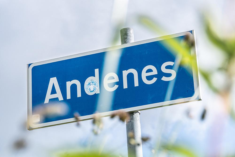 Stedsnavnskilt for Andenes, som er administrasjonssenteret og det største tettstedet i Andøy kommune i Nordland.