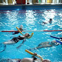 Nederland, Amsterdam , 20 maart 2012..Babyzwemmen in Zuiderbad..Zwangere vrouwen en Ouders met hun baby's tijdens de babyzwemles in Zuiderbad in de Hobbemastraat..Zuiderbad bestaat 100 jaar..BIJFOTO!.Foto:Jean-Pierre Jans