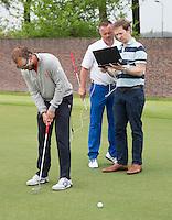 SPIJK - eYe4-sport eyetracking. Joost Luiten met oa coaches Bas vd Steur, Phil Allen,  optometrist Richard Hoctin Boes,  analyseren het putten met geavanceerde oogmetingen. COPYRIGHT KOEN SUYK