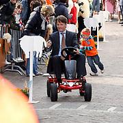 NLD/Makkum/20080430 - Koninginnedag 2008 Makkum, Floris op een skelter