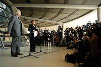 17 OCT 2005, BERLIN/GERMANY:<br /> Edmund Stoiber (L), CSU, Ministerpraesident Bayern, und Angela Merkel (R), CDU Bundesvorsitzende, waehrend einer Pressekonferenz, nach der Fraktionssitzung der CDU/CSU, Deutscher Bundestag<br /> Edmund Stoiber (L), Minister President of Bavaria, and Angela Merkel (R), Chairwoman of the Christian Democratic Union, during a press conference, after a sitting of the CDU/CSU parliamentary group, Deutscher Bundestag<br /> IMAGE: 20051017-04-008<br /> KEYWORDS: Fotografen, Fotojournalisten, Journalisten