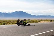 John Mumme op de handbike. In Battle Mountain (Nevada) wordt ieder jaar de World Human Powered Speed Challenge gehouden. Tijdens deze wedstrijd wordt geprobeerd zo hard mogelijk te fietsen op pure menskracht. De deelnemers bestaan zowel uit teams van universiteiten als uit hobbyisten. Met de gestroomlijnde fietsen willen ze laten zien wat mogelijk is met menskracht.<br /> <br /> In Battle Mountain (Nevada) each year the World Human Powered Speed ??Challenge is held. During this race they try to ride on pure manpower as hard as possible.The participants consist of both teams from universities and from hobbyists. With the sleek bikes they want to show what is possible with human power.