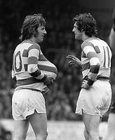 Fotball<br /> England<br /> Foto: Colorsport/Digitalsport<br /> NORWAY ONLY<br /> <br /> STAN BOWLES, QUEENS PARK RANGERS, HOLDS THE BALL UP HIS JERSEY AS DON GIVENS PASSES A COMMENT. QUEENS PARK RANGERS V MANCHESTER CITY. 27/3/76