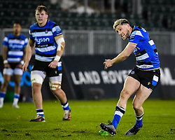 Rhys Priestland of Bath Rugby kicks a penalty - Mandatory by-line: Andy Watts/JMP - 08/01/2021 - RUGBY - Recreation Ground - Bath, England - Bath Rugby v Wasps - Gallagher Premiership Rugby