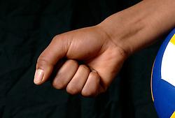 01-02-2007 VOLLEYBAL: SPIEREN EN GEWRICHTEN: LICHTENVOORDE<br /> Medisch gewrichten en spieren die kwetsbaar zijn in de volleybalsport / Pols en hand<br /> ©2007-WWW.FOTOHOOGENDOORN.NL