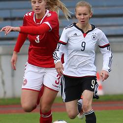 Flensburg, 03.11.2016, Sport, Fußball,  U-16 Juniorinnen, Länderspiel, Deutschland - Dänemark : Laura Donhauser (FC Amberg, Deutschland, #09), Rikke Sondergaard (Vildbjerg SF, Dänemark, #03)<br /> <br /> Foto © PIX-Sportfotos *** Foto ist honorarpflichtig! *** Auf Anfrage in hoeherer Qualitaet/Aufloesung. Belegexemplar erbeten. Veroeffentlichung ausschliesslich fuer journalistisch-publizistische Zwecke. For editorial use only.