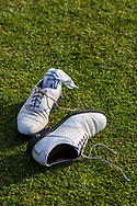 17-05-2015 NGF Competitie 2015, Hoofdklasse Heren - Dames Standaard - Finale, Golfsocieteit De Lage Vuursche, Den Dolder, Nederland. 17 mei. EQUIPMENT Schoenen , na de overwinning.