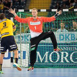 Rhein-Neckars Uwe Gensheimer (Nr.03) mit einem sieben Meter Strafwurf gegen Hamburgs Johannes Bitter (Nr.01) im Spiel Rhein-Neckar-Loewen - HSV Handball.<br /> <br /> Foto © P-I-X.org *** Foto ist honorarpflichtig! *** Auf Anfrage in hoeherer Qualitaet/Aufloesung. Belegexemplar erbeten. Veroeffentlichung ausschliesslich fuer journalistisch-publizistische Zwecke. For editorial use only.