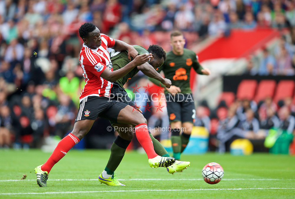 SOUTHAMPTON, ENGLAND - Saturday, August 15, 2015: Everton's Romelu Lukaku scores the second goal against Southampton during the FA Premier League match at St Mary's Stadium. (Pic by David Rawcliffe/Propaganda)