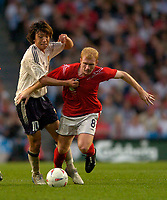 Fotball<br /> Photo. Jed Wee, Digitalsport<br /> NORWAY ONLY<br /> <br /> England v Japan, The FA Summer Tournament, 01/06/2004.<br /> England's Paul Scholes (R) tries to hold off Japan's Shumsuke Nakamura.