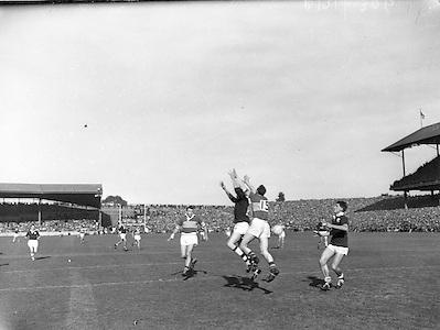 Neg No: .B190/2900-0299 & b191/3000-0312 & b192/3103-0326 & b190/3207-0330...27091959AISFCF.27.09.1959...All Ireland Senior Football Championship - Final...Kerry.03-07.Galway.01-04..Kerry. ..J. Culloty, J. O'Shea, N. Sheehy, T. Lyons, Sean Murphy, K. Coffey, M. O'Dwyer, M. O'Connell (Captain), Seamus Murphy, D. McAuliffe, T. Long, P. Sheehy, D. Geaney, John Dowling, T. Lyne.Subs: Jack Dowling for Lyons; Moss O'Connell for Mick O'Connell; G. McMahon for Geaney.M. O'Connell (Captain) Alied Irish Bank Ansley Bridge Poplar Rd, Fairview North Srand, East Wall Rd Houses, Shiriff St Church Clouds Howth Cornmarket, St Brendans March 1987