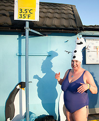 © Licensed to London News Pictures. 24/01/2015. London, UK. Contestant Gina Taylor braves cold temperatures at the 6th UK Cold Water Swimming Championships at Tooting Bec Lido, south London. Over, 650 swimmers will take the plunge to compete in a variety of chilly races.  Photo credit : Isabel Infantes / LNP