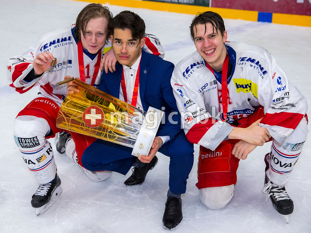 (L-R) Rapperswil-Jona Lakers forwards Luca Schommer, Andreas Tschudi and Lars Mathis pose for a photo with the Swiss Champion trophy after winning ice hockey game 4 of the Elite B Playoff Final between EHC Chur Capricorns and Rapperswil-Jona Lakers in Chur, Switzerland, Friday, March 16, 2018. (Photo by Patrick B. Kraemer / MAGICPBK)